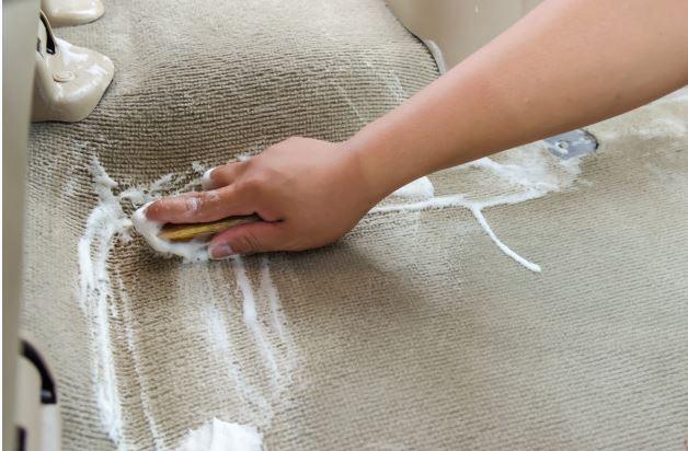 ¿Sabes el mejor método para limpiar la tapicería de tu coche?